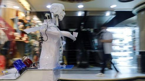 Con robot đầy ám ảnh này đang hỗ trợ các xét nghiệm coronavirus ở Ai Cập