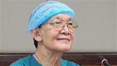 Bác sĩ mổ tách cặp song sinh Việt - Đức 32 năm trước: 'Dù rất khó khăn nhưng nếu ai ở trong vị trí của tôi đều cảm thấy hạnh phúc'