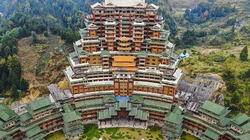 Huyện nghèo Trung Quốc 'đốt' tiền kinh hoàng