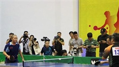Các tay vợt tên tuổi chiến thắng dễ dàng