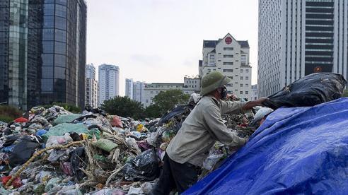 Nếu Hà Nội cứ chôn rác kiểu này, rồi sẽ không còn đất mà chôn