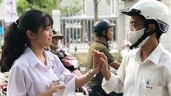 Đà Nẵng: Học sinh căng thẳng trong ngày thi đầu tiên vào lớp 10