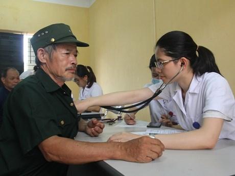 Khám bệnh miễn phí và tặng quà cho người dân ở Thái Nguyên