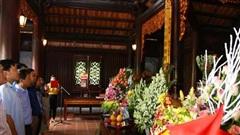 Dâng hương tưởng nhớ Chủ tịch Hồ Chí Minh và các anh hùng liệt sĩ