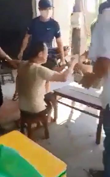 Clip: Nhóm người Trung Quốc chạy tán loạn khi bị kiểm tra tại Quảng Nam