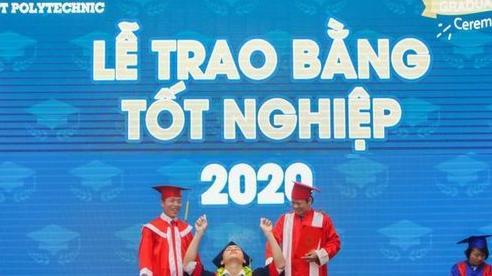 Chàng trai với pha ăn mừng tốt nghiệp gây bão MXH: 'Em đã mất 7 năm để có khoảnh khắc này'