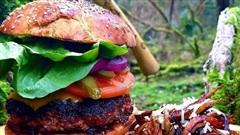 Mê hoặc với trang Instagram khoe tài nấu ăn 'cây nhà lá vườn' ngay giữa rừng: Không kém gì show MasterChef của miền hoang dã!