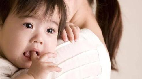 Bỏ túi các mẹo giúp trẻ bớt quấy khóc vì khó chịu khi mọc răng