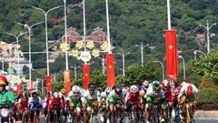 Khởi tranh Giải Xe đạp nữ toàn quốc lần thứ 21 - An Giang năm 2020