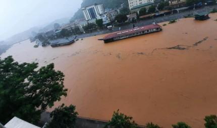 Xót lòng cảnh mưa lũ, sạt lở đất kinh hoàng ở Hà Giang, 2 mẹ con tử vong