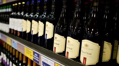 Người Anh tiêu thụ rượu nhiều hơn trong giai đoạn cách ly