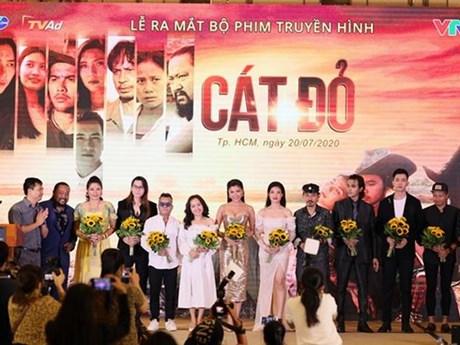 Sau 'Thương nhớ ở ai,' đạo diễn Lưu Trọng Ninh tái xuất với 'Cát đỏ'
