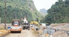 Quảng Ninh kỷ luật 2 cán bộ vi phạm quản lý đất đai và xây dựng