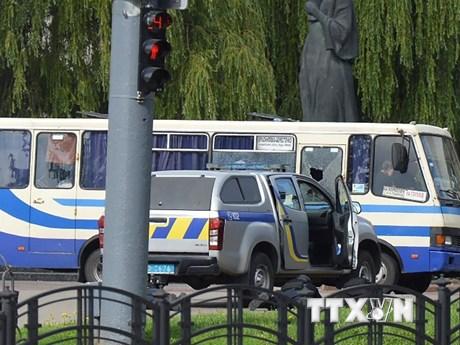 Kẻ bắt cóc 20 con tin trên xe khách ở Ukraine có thể từng ngồi tù