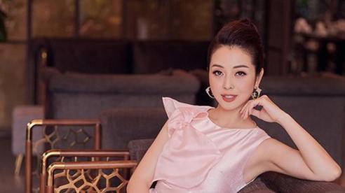 Jennifer Phạm xinh đẹp rạng rỡ với đầm hồng