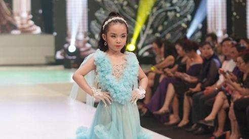 Mẫu nhí 7 tuổi trình diễn trong đêm thời trang của NTK Phương Hồ