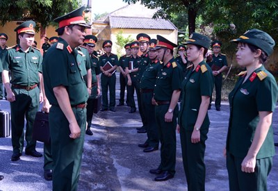 Trung tướng Phùng Sĩ Tấn thăm và làm việc tại Trường Trung cấp Kỹ thuật Mật mã