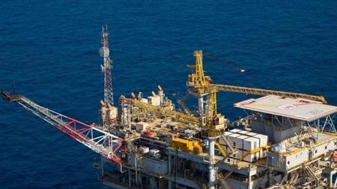 Khó khăn bủa vây dầu khí ngoài khơi