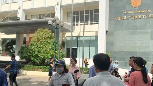 Cháy trên tầng 10 tòa nhà Chi Cục Thuế TP. Vinh, hàng trăm người bỏ chạy tán loạn