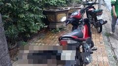 Thanh niên gục chết bên xe máy cạnh trường mầm non ở Sài Gòn