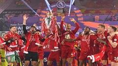 Liverpool nâng cúp vô địch trong cơn mưa bàn thắng trước Chelsea