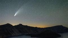 Ảnh, CLIP: 'Cầu tuyết vũ trụ' Neowise 4,6 tỉ năm tuổi 'rơi' khắp Trái Đất