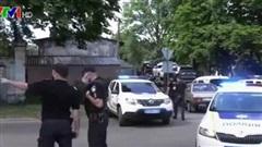 Một sĩ quan cảnh sát Ukraine bị bắt làm con tin