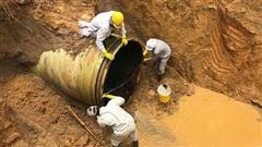 Đường ống nước sạch sông Đà lại vỡ, nhiều hộ dân Thủ đô mất nước giữa ngày hè nắng nóng
