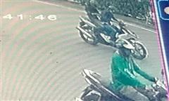 Hai tên cướp áp sát đôi vợ chồng trẻ giật điện Iphone