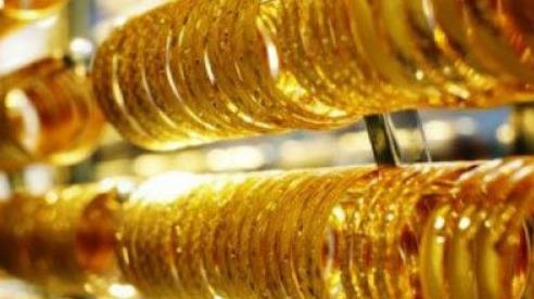 Giá vàng vượt mốc 56 triệu đồng/lượng, lập mức đỉnh lịch sử