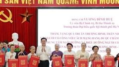 Bí thư Thành ủy Hà Nội thăm, tặng quà thương binh, thân nhân liệt sĩ, người có công