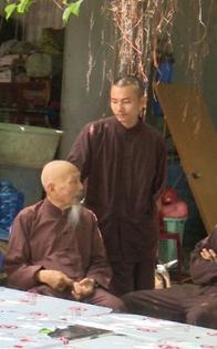 Đưa 19 người trong 'Tịnh thất Bồng Lai' đi cách ly vì tiếp xúc với một người đàn ông từ Campuchia về