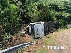 Vụ lật xe ở Phong Nha-Kẻ Bàng: Khẩn trương cứu chữa người bị nạn