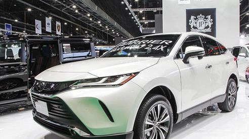 Ô tô Toyota 'cháy' hàng vì lượng mua gấp 15 lần dự tính có giá bao nhiêu?