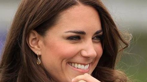 Câu chuyện cảm động đằng sau chiếc nhẫn đính hôn của Kate Middleton