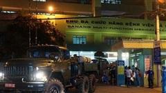 Chùm ảnh: Phun thuốc tiêu độc hai bệnh viện tại Đà Nẵng trong đêm