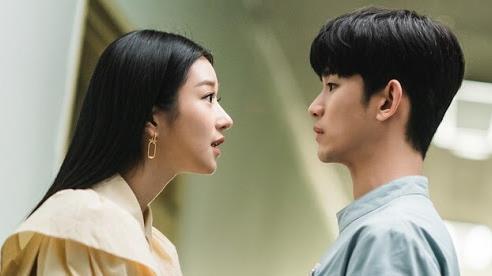 Điên Thì Có Sao và chuyện sống thật với cảm xúc: Nên kiềm chế như Kim Soo Hyun hay bộc phát như Seo Ye Ji?