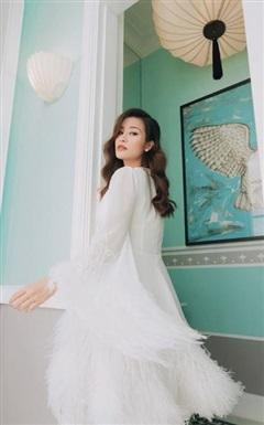 Đông Nhi đẹp xuất sắc với hình tượng thiên nga trắng, nhưng phải dành lời khen cho chiếc váy quá xuất sắc, hack dáng