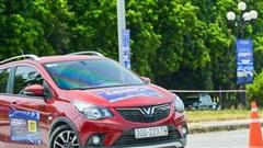 Góc trầm trồ: VinFast Fadil, Toyota Vios chạy gymkhana 'gắt' không kém BMW tiền tỉ