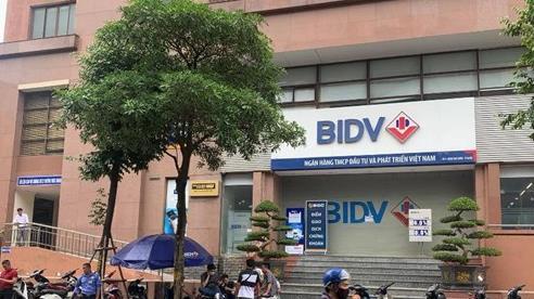 2 tên cướp nổ súng uy hiếp cướp ngân hàng BIDV tại Hà Nội