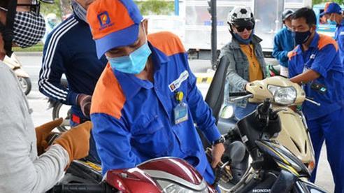 Chi 'đậm' quỹ bình ổn, giá xăng dầu vẫn tăng nhẹ từ 15 giờ