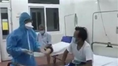 Xúc động clip bác sĩ cùng hát với bệnh nhân trong điểm cách ly Bệnh viện C Đà Nẵng
