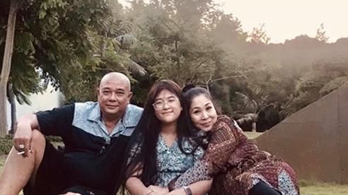 NSND Hồng Vân bình yên bên chồng Lê Tuấn Anh và con gái