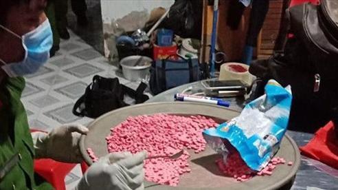Ập vào nhà giữa đêm, bắt vụ tàng trữ hơn 10kg ma túy