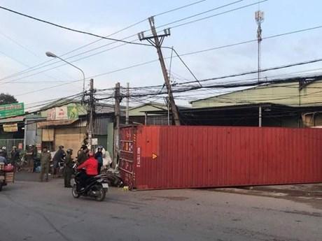 Bình Dương: Container văng xuống đường đè chết một phụ nữ
