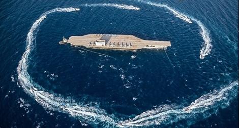 Iran điều tàu áp sát, bắn phá mô hình tàu sân bay Mỹ ở Hormuz