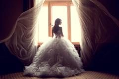 Cặp đôi nhận đủ 'gạch đá' vì cách mời khách dự đám cưới
