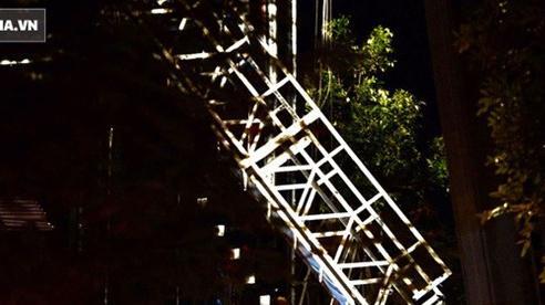Hiện trường vụ thang treo lắp kính gãy đôi trên cao, 3 người rơi xuống đất tử vong