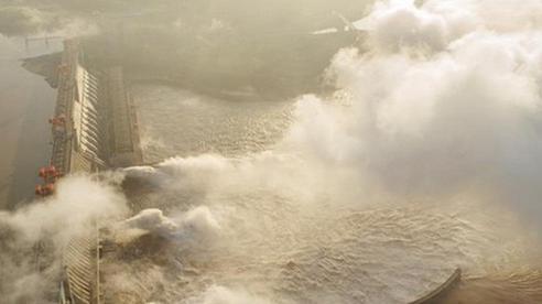 Tin lũ lụt mới nhất ở Trung Quốc: Con số thiệt hại về người và của tăng bất thường, chuyển biến xấu