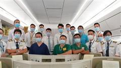 'Một giờ sau khi chuyến bay từ Guinea cất cánh, ở khoang hành khách dương tính 1 bệnh nhân sốt cao, thêm 1 người khó thở...'